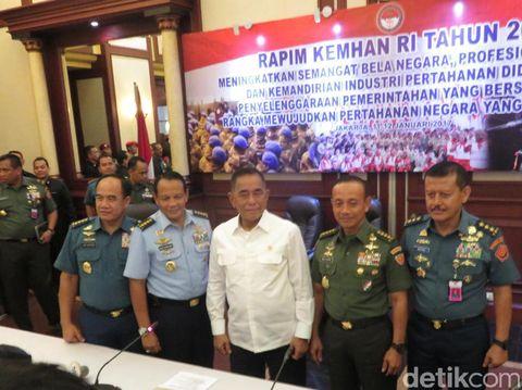 Menhan Minta Alutsista Berasal Industri Pertahanan Dalam Negeri