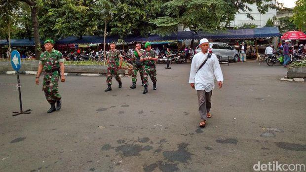 Jelang Demo FPI, TNI dan Polisi Gelar Apel di Masjid Al-Azhar