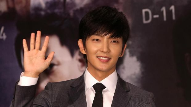 Lee Joon Gi pun menjadi salah satu aktor yang namanya dikenal berkat peran dalam film 'The King and the Clown.'