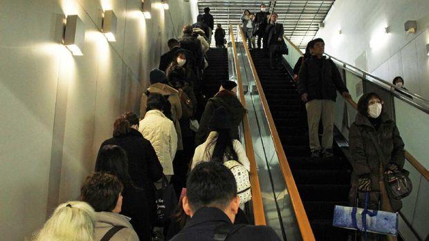 Orang Jepang yg tertib di eskalator (Randy/detikTravel)