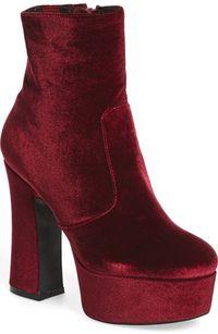 5 Pilihan Sepatu Edgy Seperti Dipakai Rihanna Hingga Gigi Hadid