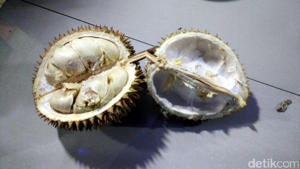 Durian yang kami icipi malam itu rasanya mantap (Wahyu/detikTravel)