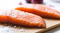 Kalau Sering Makan Junk Food, Imbangi dengan Konsumsi Salmon Dua Kali Seminggu