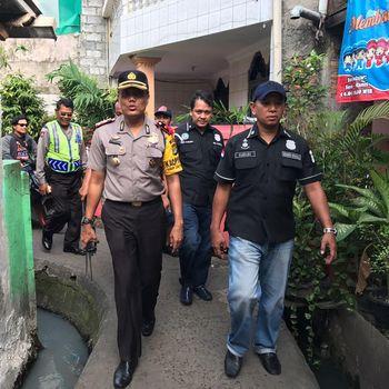 Kapolsek Palmerah saat razia narkoba di Kampung Boncos.