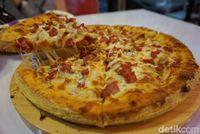 Pizza Nagih: Bisa PilihTopping dan Saus Pizza Manis Sesuai Selera di Gerai Ini