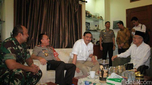 Sejumlah tokoh mengunjungi Ma'ruf Amin di kediamannya di Koja, Jakarta Utara