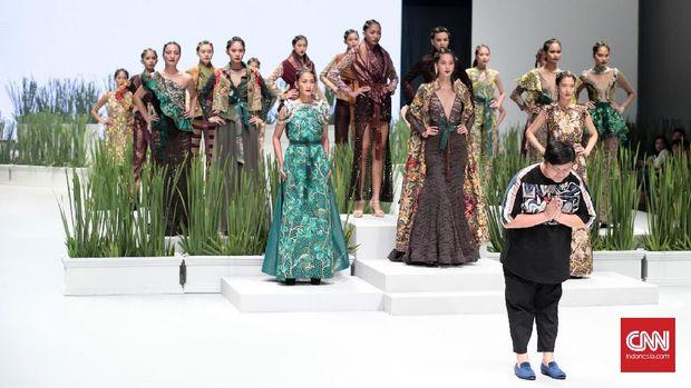 Defrico Audy mempersembahkan koleksi terbarunya di Indonesia fashion Week 2017, yang diselenggarakan di Jakarta Convention Center. Jakarta. Minggu, 5 Februari 2017. (CNN Indonesia/ Andry Novelino)