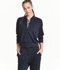 5 <i>Sports Jacket</i> Ini Bisa Bikin Gaya Lebih <i>Stylish</i> Saat Olahraga