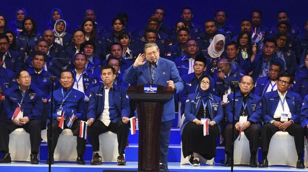 Ketua Umum Partai Demokrat Susilo Bambang Yudhoyono saat acara Dies Natalis 15 Tahun Partai Demokrat dan Pembukaan Rampimnas 2017 di Jakarta, Selasa (7/2).