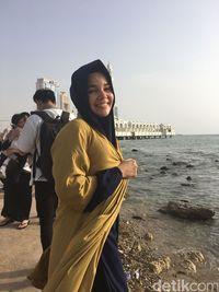 Lama Tak Tampil di Layar Kaca, Dewi Sandra Sibuk di Majelis Ta'lim