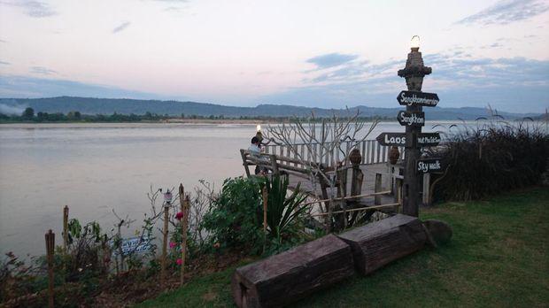 Di sebrang adalah negara Laos yg yaitu bagian dari Indochina