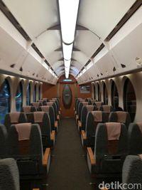 Menjajal Kereta 'Kepala Robot' dari Jepang