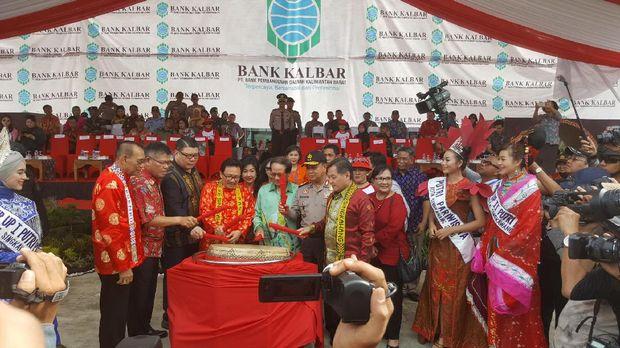 Pemukulan bedug tanda pembukaan Festival Cap Go Meh Singkawang (Fitraya/detikTravel)