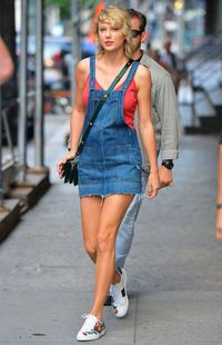 Gaya Taylor Swift Sampai Syahrini Pakai Sneakers Gucci Rp