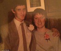 Wanita Ini Masih Menyimpan Cokelat Valentine Pertamanya Setelah 30 Tahun Menikah