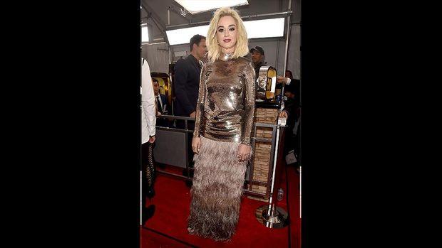 Katy Perry bangga dengan busana yang dikenakannya.