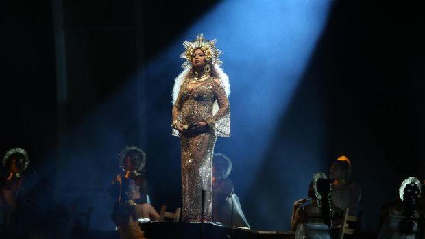 Beyonce tampil dengan memukau.