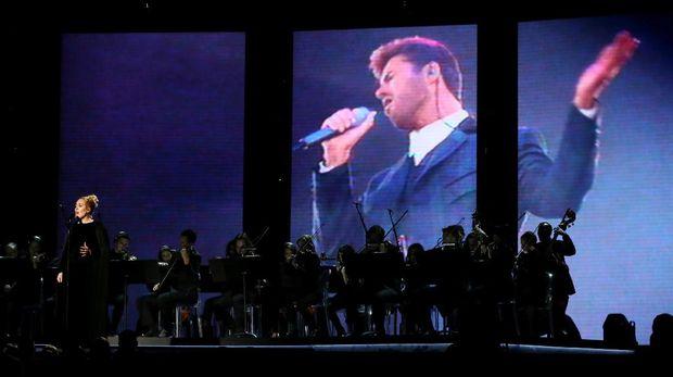 Adele dan tribute untuk George Michael di panggung Grammy Awards 2017.