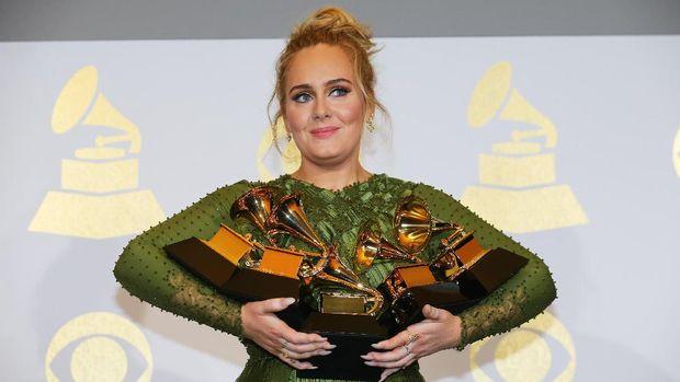 Selain menjadi tur konser, album 25 juga membuat Adele menangi banyak Grammy.