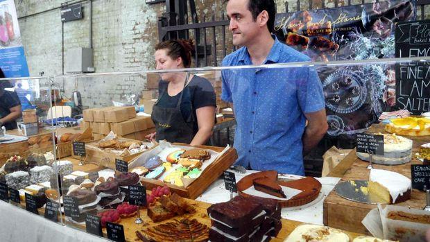 Ada juga penjual yang berdagang kue dan pastry (Wahyu/detikTravel)