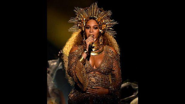 Beyonce menerima penghargaan Grammy ke-duanya.