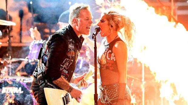 Penampilan Lady Gaga bersama Metallica di Grammy Awards 2017.