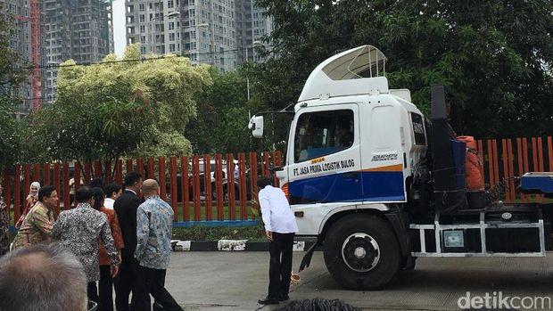 Presiden Joko Widodo melepas bantuan kemanusiaan untuk masyarakat Sri Lanka dari pemerintah Indonesia, Selasa (14/2/2017)