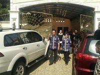 Foto: Gaya Busana Sylviana Murni Saat Pakai Batik Betawi ke TPS