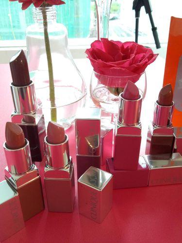 Clinique Rilis Lipstik Matte yang Mengandung Primer