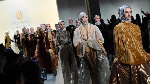 Anniesa Hasibuan, antara First Travel dan Karier Desainer
