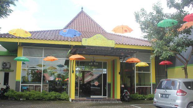 Restoran milik Uston Nawawi