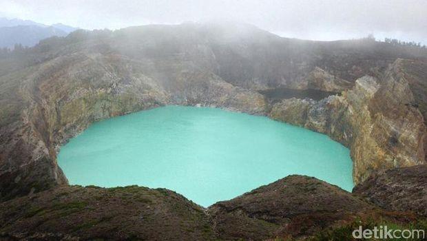 Danau Tiga Warna Ternyata Bukan Cuma Kelimutu