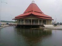 Ketenangan Masjid 'Terapung' di Pasuruan