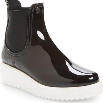 5 Boots Waterproof Stylish yang Cocok Dipakai Saat Musim Hujan