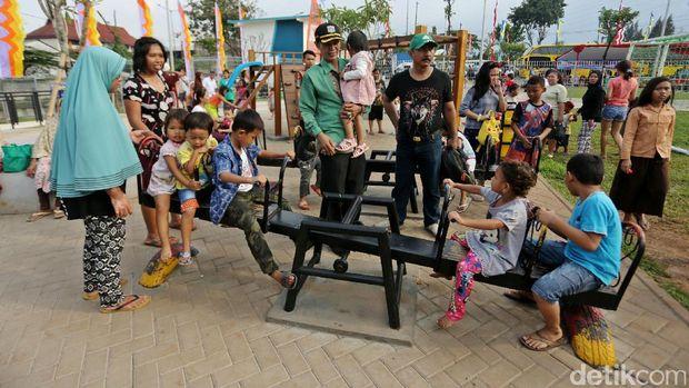 Aktivitas anak-anak di area bermain RPTRA Kalijodo