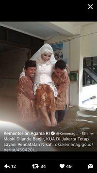 Melihat Perjuangan Marlina dan Mansyur Menikah Saat Banjir Melanda