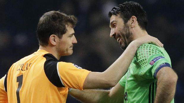 Iker Casillas (kiri) dan Gianluigi Buffon untuk kali ke-17 bertemu.