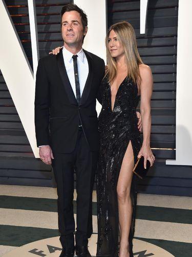 Duh, Gaun Jennifer Aniston di Oscars Ternyata Pernah Dipakai J-Lo