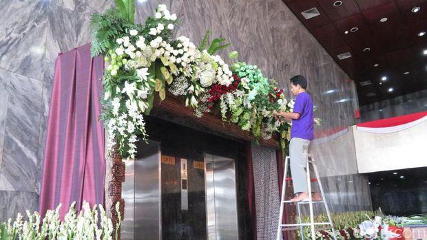 Dekorasi penyambutan Raja Salman di DPR /