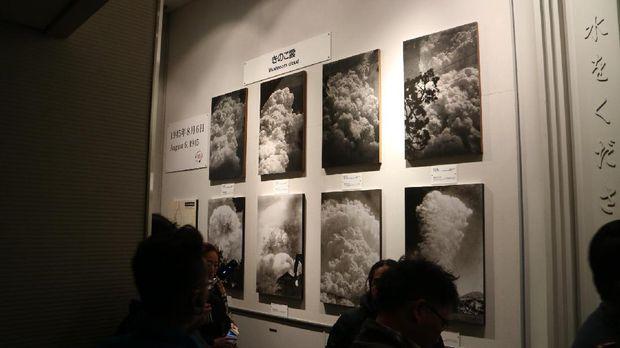 Pengunjung mampu melihat foto-foto ketika kejadian bom atom (Ammang/detikTravel)