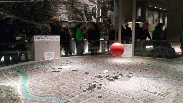 Peristiwa bom atom Hiroshima digambarkan di dalam museum (Ammang/detikTravel)