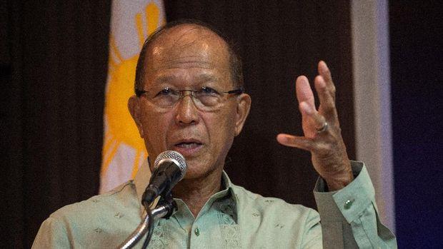 Menhan Filipina Delfin Lorenzana menyebut pemberontakan belum berakhir.