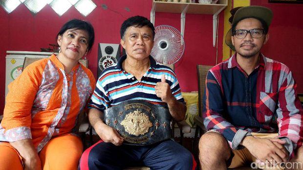 Ellyas Pical bersama istri Rina Pical, dan putra sulung Lorinly Pical