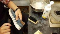 Cara Menghilangkan Bau Karet Pada Sepatu