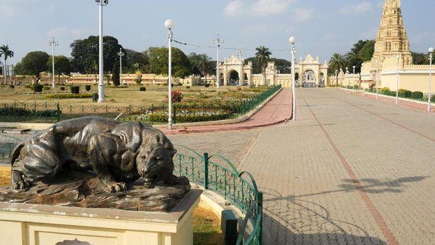 Patung macan di Istana Mysore, India (Thinkstock)