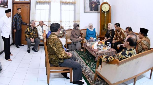 Hasyim Muzadi, Politik, dan Pendidikan Moderat