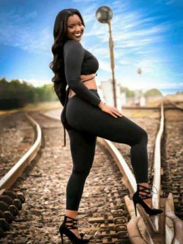 Ingin Jadi Model, Wanita Ini Malah Tewas Ditabrak Kereta Saat Pemotretan