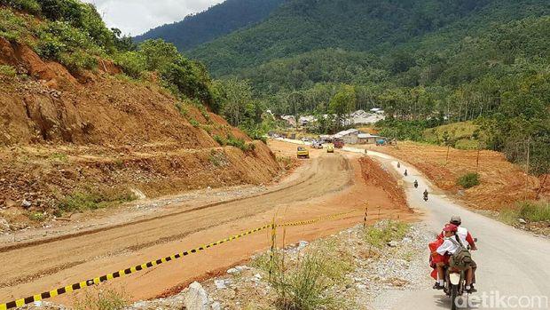 Jalan perbatasan di Kalimantan