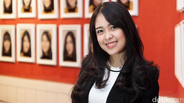 Isi Waktu Luang, Anin JKT48 Coba Belajar Flute