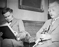 Eduard Einstein bersama ayahnya, Albert Einstein.